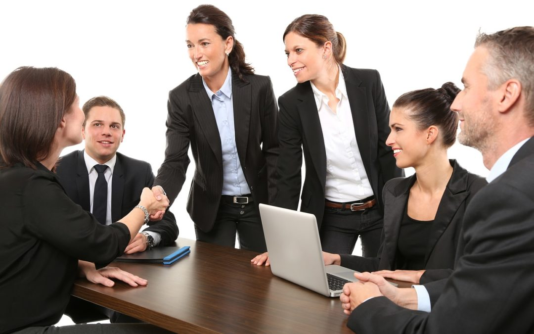 Styl biznesowo-formalny w ubiorze prawnika – czym się wyróżnia?